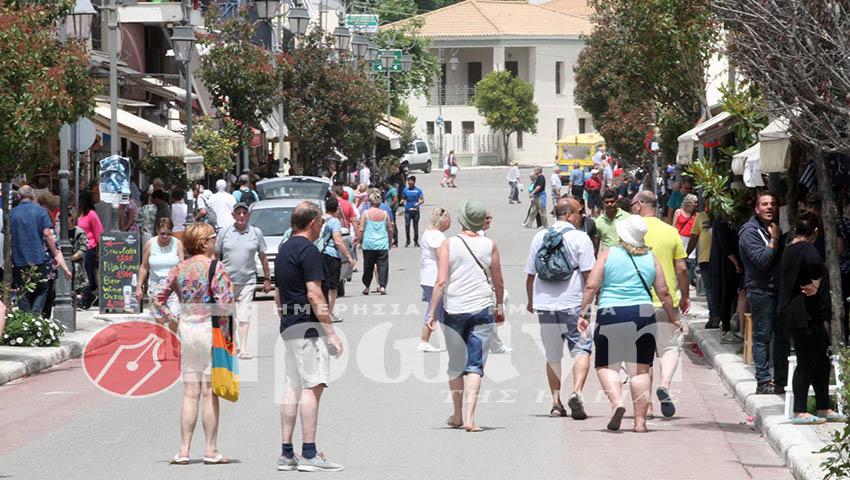 katakolo-tourists