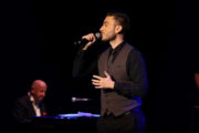 Θάνος Ολύμπιος: Εμφανίσεις & νέα τραγούδια με την υπογραφή του Μάνου Ελευθερίου