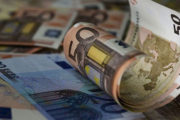 Σε 2.320 εκατ. ευρώ, έναντι στόχου 1.096 εκατ. ευρώ, το πρωτογενές πλεόνασμα