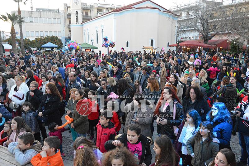 7f2529f48f9 Από νωρίς το απόγευμα στην πλατεία Αγ. Αθανασίου δεκάδες παιδιά με τους  γονείς τους έδωσαν το παρών ...