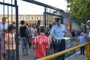 Αστυνομικοί θα μοιράσουν φυλλάδια με συμβουλές οδικής ασφάλειας στους μαθητές σε σχολεία της Ηλείας