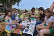 Εξίταρε τη φαντασία το εργαστήρι ζωγραφικής σε πετρούλες με την αγιογράφο Ρούλα Μπάστα στον Πολυχώρο «Agora» στο Κατάκολο