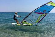 Μήνυμα προς τους νέους έστειλε με δηλώσεις της η 81χρονη windsurfer Αν. Γερολυμάτου